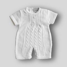 Classic white knitted baby romper romper. 3 button fastening to back. Button fastening to crotch for easy nappy changing. A classic piece of traditional baby wear from quality baby knitwear brand Dandelion. Knitted Romper, Knitted Baby, Baby Knitting, Knitted Dolls Free, Baby Shop, Classic White, Baby Wearing, Dandelion, Knitwear