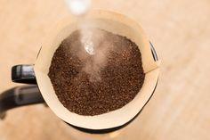 5 simppeliä niksiä täydelliseen suodatinkahviin  http://www.herkkusuu.fi/5-simppelia-niksia-taydelliseen-suodatinkahviin/