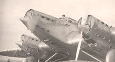 Ci-dessus, L'Arc-en-ciel, l'avion de René Couzinet. On voit le constructeur ci-contre à droite avec le chapeau. Tout à gauche, le pilote de l'avion, Jean Mermoz.  /Photos collection privée Jean Fornal