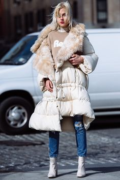 Fight the freeze with a plush puff coat Iskra Lawrence, Claire Danes, Hailey Baldwin, Fall Winter Outfits, Autumn Winter Fashion, Vanessa Hudgens, Street Chic, Street Style, Long Puffer Coat