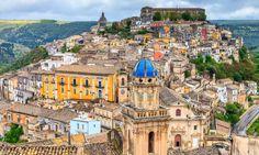 """Sicilia - Ragusa Ibla pueblo en el que se rueda la serie de El Comisario Montalbano. """"El perro de terracota"""" - Andrea Camilleri"""