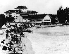 jvs exterior moana surfrider MO-BW-H-B-001 Beach  Crowd  Canoes horizontal pre WWI 1901 to 1915