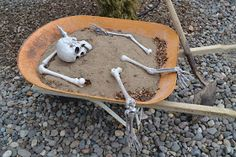 Nifty Thrifty & Thriving: Outdoor Halloween Decorations