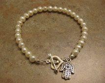Jewish bracelet, pearl bracelet, hamsa bracelet, Jewish bracelet, hamsa jewelry, pearl jewelry, hamsa hand, hamsa hand pendant,hand bracelet