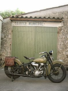 Vintage Harley. It just needs a side car and that is perfect transportation for my upcoming gypsy years. I'm even going to get aviator goggles!