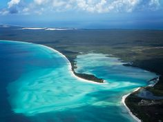 The largest sand island in the world at 1840 square kilometers is the Fraser Island. It is also the largest island in Queensland, Australia and a UNESCO. Queensland Australia, Australia Travel, New Travel, Ultimate Travel, Costa, Sand Island, Island 2, Island Pictures, Fraser Island