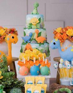 Dinosaur cake-Dinosaur party foods-Dinosaur cakepops-Dinosaur cookies-Jurassic park dessert table-Dinosaur mini cake-Dinosaur truffles-Treats-Dinosaur candy bar-www.thepartyproject.us