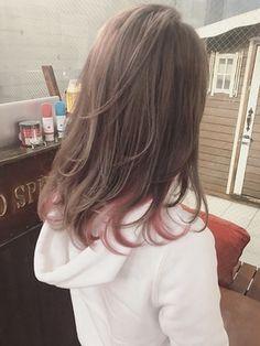 インナーカラー×ラベンダーベージュ Kpop Hair Color, Hair Color And Cut, Hair Color Streaks, Hair Highlights, Dip Dye Hair, Dyed Hair, Pretty Hairstyles, Straight Hairstyles, Pastel Pink Hair