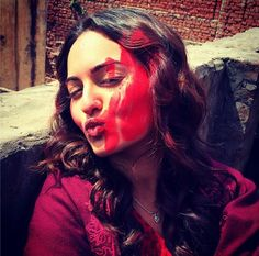 HOLI March 17, 14: 'Bollywood' Actors shared photos celebrating the festival of colors, Sonakshi Sinha here