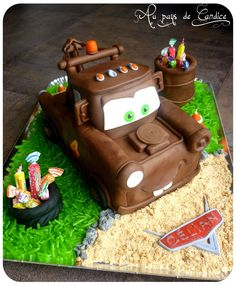 Mater Tutorial for Justus Cupcakes, Cupcake Cakes, Cake Icing, Fondant Cakes, Torta Blaze, Mater Cake, Sculpted Cakes, Disney Cakes, Cake Decorating Tutorials