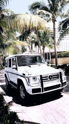 My dream car : a beautiful white Mercedes Benz G Wagon (w/ red interior)! My dream car : a beautiful white Mercedes Benz G Wagon (w/ red interior)!My dream car : a beautiful white Mercedes Benz G Wagon (w/ red interior)! Maserati, Huracan Lamborghini, Lamborghini Diablo, Mercedes Benz Clase G, Mercedes Auto, Mercedes G Wagen, Mercedes Benz G Class, Dream Cars, My Dream Car
