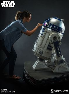 Star Wars R2-D2 Life-Size Figure