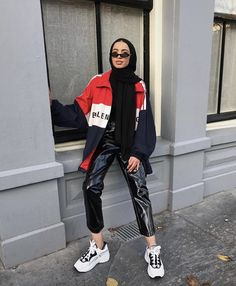 Image may contain: 1 person, standing and shoes Hijab Casual, Hijab Chic, Modern Hijab Fashion, Street Hijab Fashion, Muslim Fashion, Modest Fashion, Hijab Style Dress, Hijab Look, Streetwear Mode