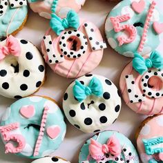 Fancy Donuts, Cute Donuts, Bolo Fack, Lol Doll Cake, Donut Decorations, Kawaii Dessert, Delicious Donuts, Donut Party, Cupcakes