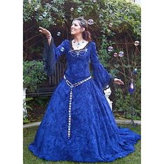 I envision my heroines wearing something like this gown.