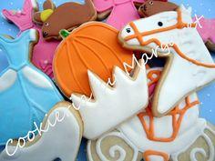 Disney Cinderella Cookies for the Cookie Bar Cookies For Kids, Cut Out Cookies, Fun Cookies, Cupcake Cookies, Sugar Cookies, Decorated Cookies, Cupcakes, Cinderella Decorations, Cookie Designs