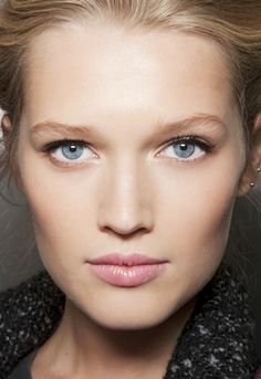 Toni Garrn : all natural makeup Contour Makeup, Skin Makeup, Nude Colors, Beauty Make Up, Hair Beauty, Fittness, Close Up, Nude Make Up, Fresh Makeup