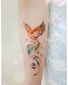 Rise From the Flames: 57 Beauty of Phoenix Tattoo Designs and Ideas Phoenix Feather Tattoos, Phoenix Tattoo Feminine, Rising Phoenix Tattoo, Small Phoenix Tattoos, Phoenix Tattoo Design, Small Tattoos, Dragon Tattoo Feminine, Phoenix Tattoo Sleeve, Phoenix Back Tattoo
