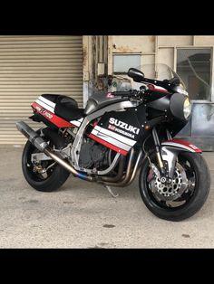 Suzuki Gsx R, Suzuki Bikes, Retro Bike, Retro Motorcycle, Suzuki Motorcycle, Gsxr 1100, Cafe Racer Moto, Moto Car, Sportbikes