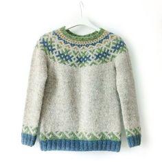 Не возможно не поделиться...!💙 Очень красивая версия моего #revontulet_sweater от Виктории @victoria_miklashevskaya ,одной из участниц…
