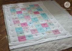 W odcinku drugim zajmę się szykowaniem tzw. kanapki - czyli przygotowaniem patchworka do pikowania. Pierwsze co robię, to odkurzam podłogę :...