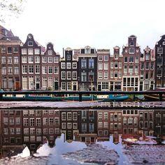 Het voordeel van dit vreselijke weer is dat je wel plaatjes als deze kan schieten. #Amsterdam #Puddlegram #puddlegramthedam #igeramsterdam #canals #gramthedam