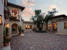 A spanish courtyard would be nice, with Juliette balconies. Si?