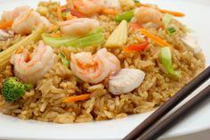 Hoy #Viernes os proponemos como sugerencia uno de nuestros platos más demandados, arroz frito con pollo y langostinos, salteado al wok con huevo, verduras y salsas Thai.  Encuentra tu PadthaiWok en Foursquare: https://es.foursquare.com/padthaiwok/list/padthaiwok-restaurantes