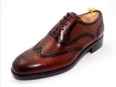 Look closely at the wingtip, accentuated it by adding a touch of dark color.