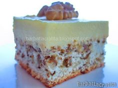 Cake with walnut recipes and vanilla cream Source by Desserts For A Crowd, Easy Desserts, Dessert Recipes, Hungarian Cake, Walnut Recipes, Cake Factory, Romanian Food, Cake Cookies, Favorite Recipes