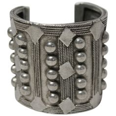 Pre-owned Tory Burch Silver Beaded Embellished Boho Wide Cuff Bracelet... ($179) ❤ liked on Polyvore featuring jewelry, bracelets, accessories, silver, wide bangle, boho jewelry, cuff bangle, bangle cuff bracelet and silver cuff bracelet