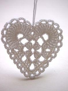 crochet heart by omⒶ KOPPA: Peiliin katsomisen paikka Crochet Snowflake Pattern, Crochet Stars, Crochet Motifs, Crochet Snowflakes, Crochet Diagram, Doily Patterns, Crochet Doilies, Crochet Flowers, Crochet Patterns