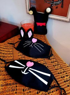 This adorable DIY black cat face mask is the perfect accessory for Halloween 2020!
