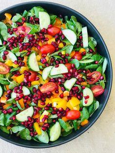Nem og enkel, men med masser af god smag er denne her sommersalat. Easy Salads, Healthy Salads, Summer Salads, Healthy Eating, Healthy Recipes, Salad Menu, Salad Dishes, Crab Stuffed Avocado, Light Summer Dinners