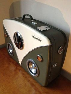 Get outta here! Most amazing suitcase EVER!The Vdub Mookbox - vw camper inspired suitcase boombox Volkswagen Bus, Volkswagen Transporter, Vw T1 Camper, Combi Ww, Van Vw, Vw Camping, Vw Vintage, Vw Touareg, Vw Cars