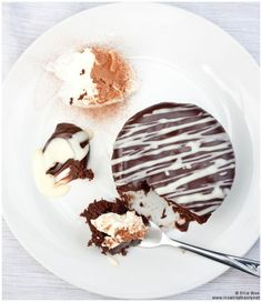 A good chocolate cake recipe is absolutely invaluable – it is the easiest flavour to turn to when making a cake to be enjoyed by a number of people with different tastes. You could say that c…