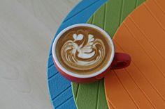 Free pour Swan on the lake latte art