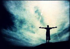 Devocionales Bâna: ¿Quién Es Dios? Y Lo Especial Que Somos Para Él