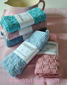 _*gestricktes Gästehandtuch*_  Folgende Farben sind vorrätig:  - hellblau - mittelblau - türkis - rosa - altrosa  Gern kann ich die Tücher auch in anderen Farben stricken, eine Farbkarte...