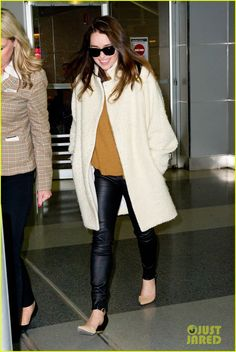 emilia clarke terminator diet 10 Emilia Clarke flashes her gorgeous smile while walking through JFK Airport after landing in town on Monday (March 17) in New York City.    The 26-year-old actress…