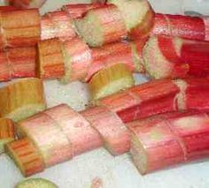 How to Freeze Rhubarb, Easily! With Step-by-step Directions, Photos and Recipes. Great thing to do with all that extra rhubarb from the garden Rhubarb Custard Pies, Freeze Rhubarb, Rhubarb Recipes, Rhubarb Crumble, Frozen Fruit, Fresh Fruit, Canning Food Preservation, Preserving Food, Strawberry Rhubarb Jam