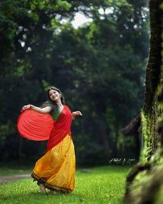 Indian Photoshoot, Saree Photoshoot, Bridal Photoshoot, Cute Girl Poses, Girl Photo Poses, Girl Photos, Beautiful Girl Wallpaper, Beautiful Girl Photo, Beautiful Bollywood Actress