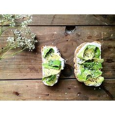Simple avo toasts this morning before heading out to a friend's…