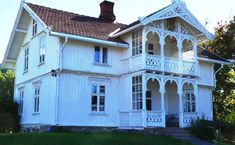 Sveitservilla Gran 1890 tallet Scandinavian Cottage, Scandinavian Design, Style At Home, Norwegian House, Swiss Chalet, Swiss Style, Chalet Style, House Goals, Home Fashion
