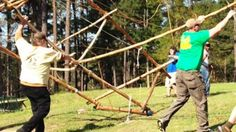DRAW HITCH: http://scoutpioneering.com/2013/05/23/favorite-pioneering-knots-draw-hitch/