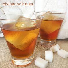 Ingredientes para 1 litro de vodka caramelo 750 ml de vodka - 250 gr de azúcar - 125 ml de agua (medio vaso) - Unas gotas de limón Elaboración Liquor Drinks, Cocktail Drinks, Alcoholic Drinks, Beverages, Tapas, Vodka, Mojito, Sorbet, Bartender