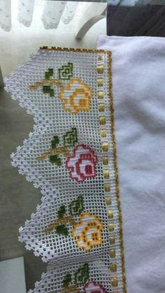 Lovely filet crochet with color accents and a woven ribbon. Crochet Lace Edging, Crochet Borders, Cotton Crochet, Crochet Doilies, Easy Crochet, Crochet Flowers, Crochet Stitches, Knit Crochet, Applique Patterns