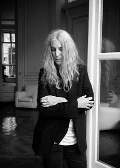 """""""Je préfère marcher sur mes propres pas, suivre mes propres traces plutôt que de m'en faire de nouvelles"""" confie Patti Smith."""
