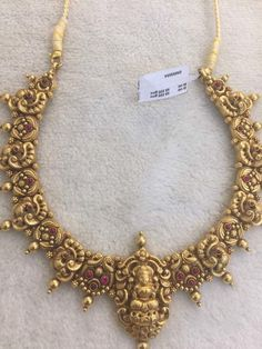 Beautiful elegant jewelry Gold Temple Jewellery, Gold Jewellery Design, India Jewelry, Gold Jewelry, Gold Necklaces, Gold Bangles, Gold Pendent, Antique Jewelry, Antique Gold