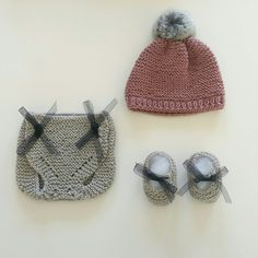 Dusty pink beanie, grey diaper cover and baby booties with black bow. You can find it all in our shop!!!